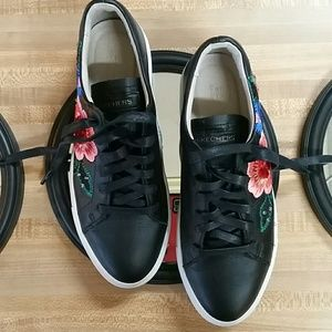 Skechers leather embroidered beaded size 7.5 shoes